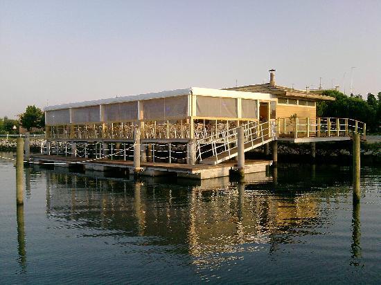 L'approdo Ristorante Bar: Vista dalla laguna
