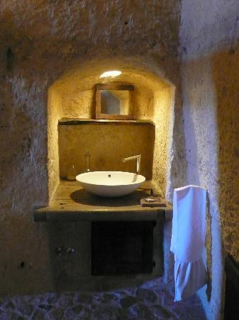โรงแรม เซกตานติโอ เล กรอตเต เดลลา ซิวิตา: The washbasin