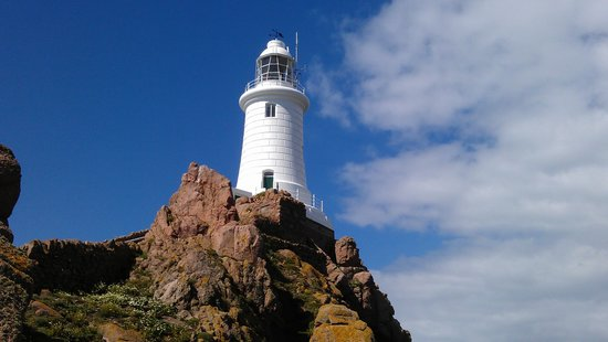 Corbiere Lighthouse (La Corbiere): Lighthouse from the causeway