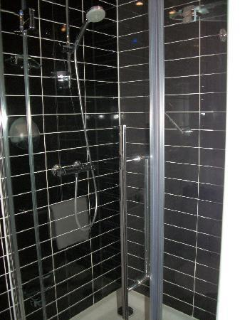 ฮอลิเดย์ อินน์ เอ็กซ์เพรส อัมสเตอร์ดัม สคิปโพล: Shower