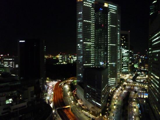 三井ガーデンホテル銀座プレミア, 夜の眺め。電通ビルが見えます。