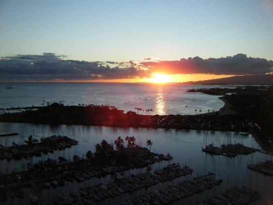 Hawaii Prince Hotel Waikiki: 部屋からの夕日
