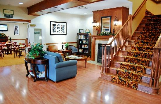 Country Inn & Suites By Carlson, Knoxville West: Lobby with Read It & Return Library and Fresh Cookies and Coffee