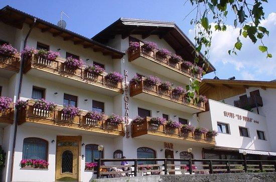 Family Hotel La Perla