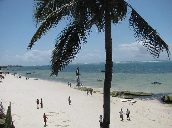 Voyager Beach Resort: The beach