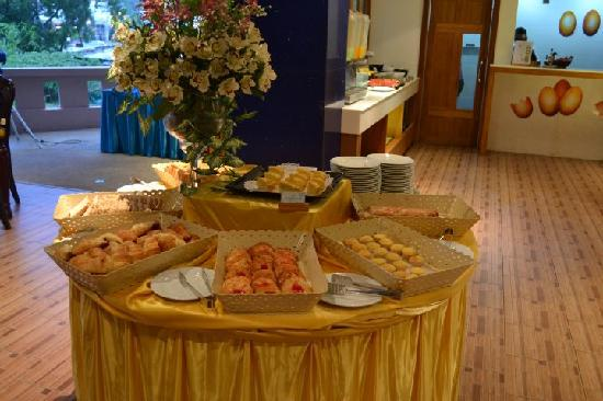 Blue Ocean Resort: breakfast buffet