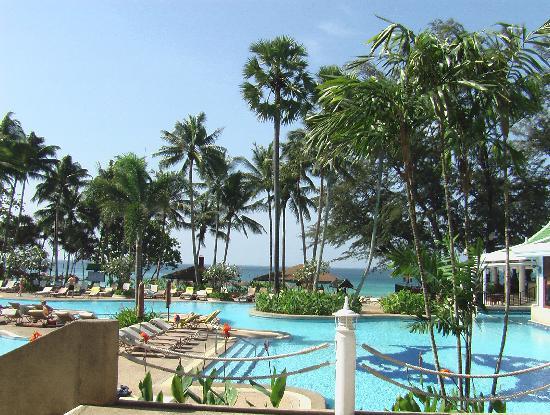 Le Meridien Phuket Beach Resort: Vue partielle sur les piscines