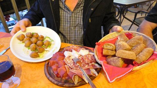 Trattoria Del Simone : Anti pasto and Schiatt