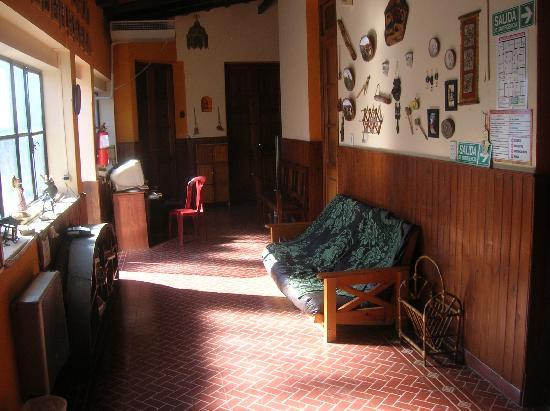 Exxes Hostel: Recepcion 24/7