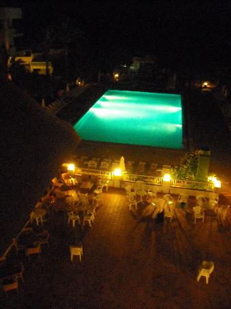 Marvell Club Hotel & Apartaments : Pool area at night