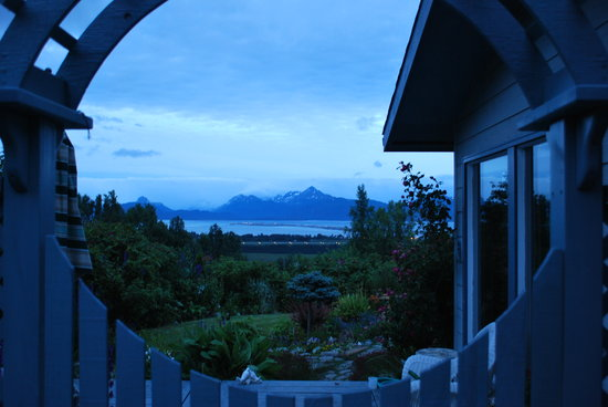 Homer Spit Campground: Rosy's B&B view