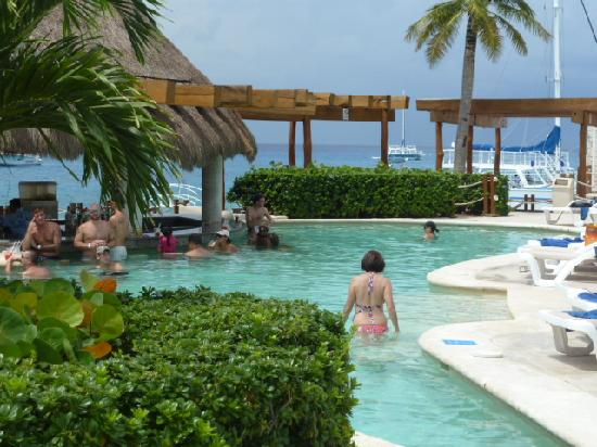 Grand Park Royal Cozumel: Pool by Beach