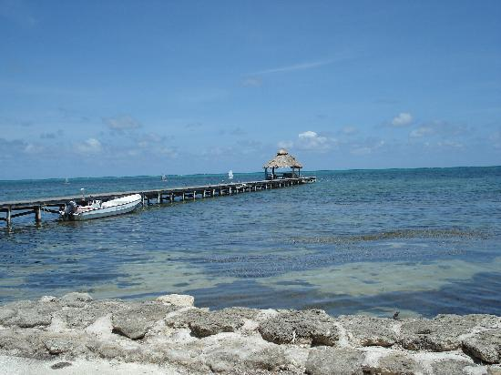 Xanadu Island Resort: Pier at end of beach.