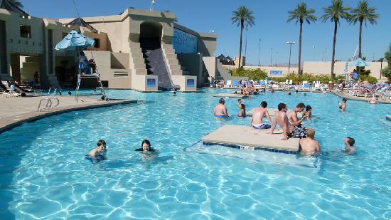 ลักซอร์: Uma das piscinas do Hotel