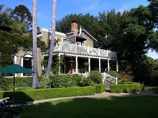 Simpson House Inn: Fom the garden toward main house.