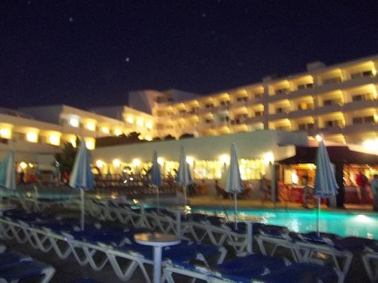 Hotel Presidente: night view