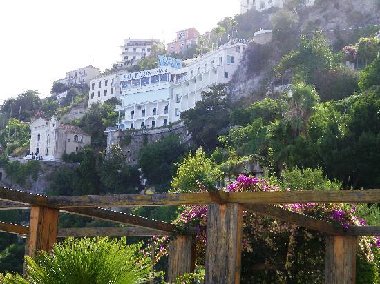 Hotel Voce del Mare: vista dalla spiaggia