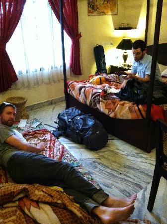 ซาจโฮม: Hanging out at Sajhome!