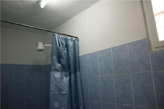 Hostel Orchid : Hot shower is available.