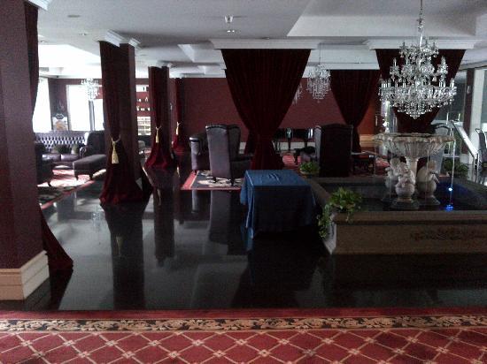 G H Universal: Hotel Lobby