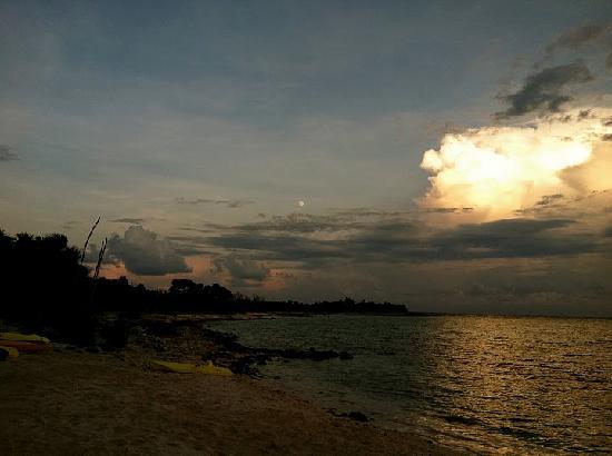Hotel Jashita: Sunset over the bay