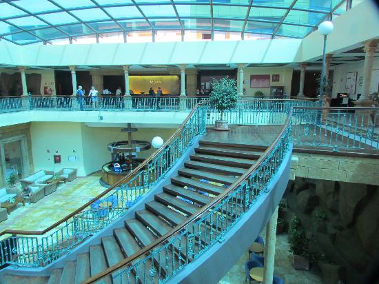 Be Live Experience La Nina: hall del hotel con escalada caracol preciosa