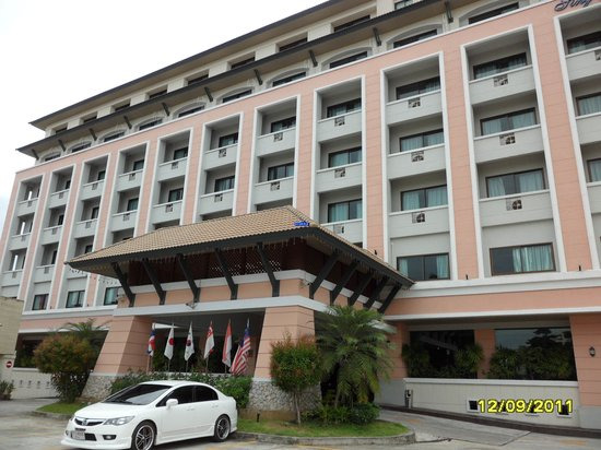 Sing Golden Place Hotel: Hotel Outside View