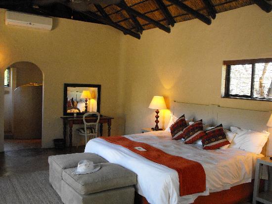Kariega Game Reserve - River Lodge: Kudu Lodge