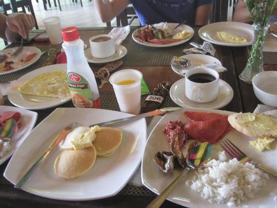 Tambuli Beach Club East Wing: breakfast buffet