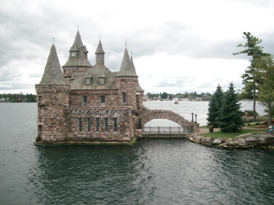 Гананок, Канада: island house