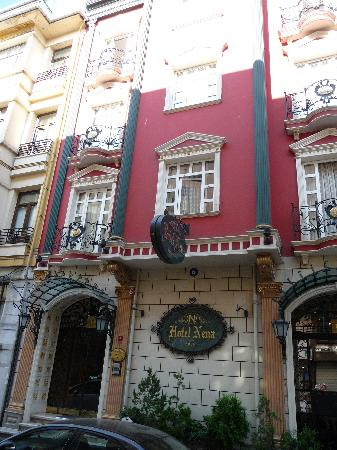 Nena Hotel: Street view