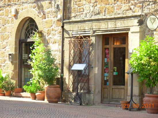 Sovana, Italie : entrata del ristorante