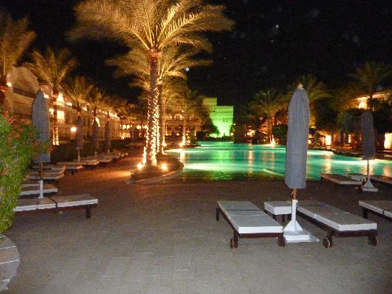 Baron Palms Resort Sharm El Sheikh: View from the pool at night