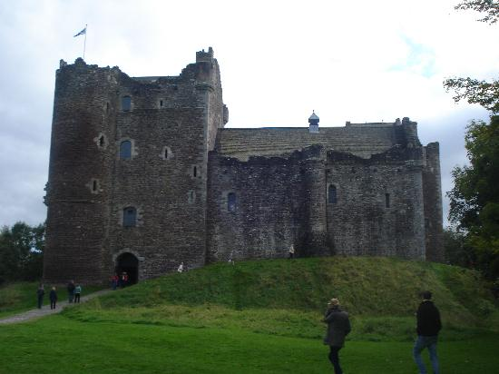 The Hairy Coo - Free Scottish Highlands Tour: Doune Castle