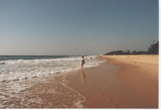 Holiday Inn Resort Goa: Mobor Beach close to Holiday Inn.
