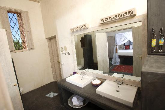 Al Hamra: Bathroom