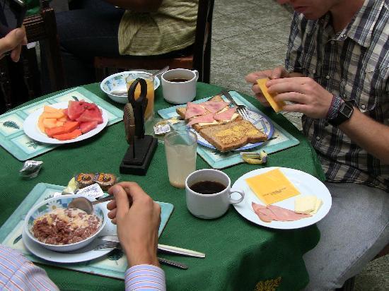 Apartotel Tairona: Desayuno en la cafeteria del apartotel
