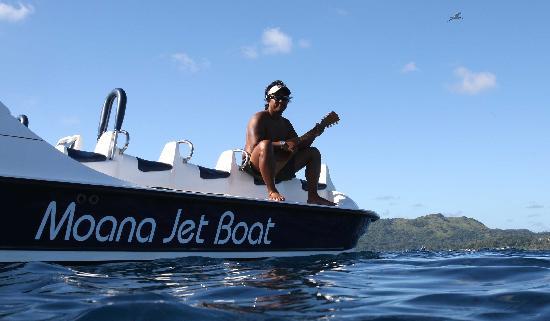 Moana Jet Ski: le patron du jetboat et son ukulélé