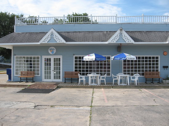 Stephan's Sugar Shack: Where the taste of summer is served year round.