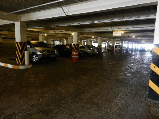 Sheraton Presidente San Salvador: Sheraton garage (private cars & rentals) - clean & well maintained
