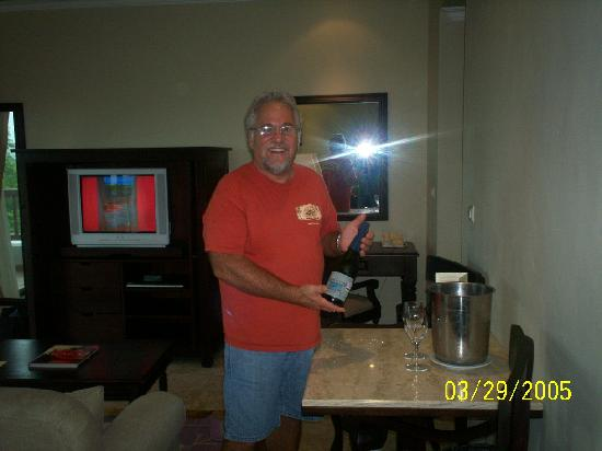 Valentin Imperial Riviera Maya: Nice bottle of champagne upon arrival