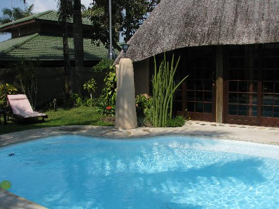 Afrikhaya Guest House: The buildings are arranged around a pretty pool