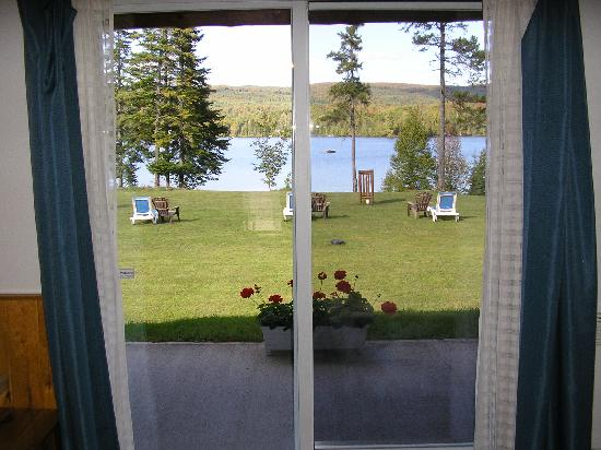 Motel Ours Bleu : Toutes les chambres ont une vue sur le lac