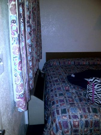 Motel 6 Murfreesboro: Another AC pic