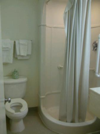 Motel 6 Murfreesboro: Bathroom