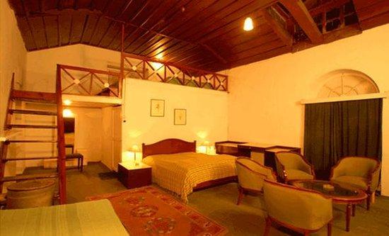 Swiss Cottage: Swiss Hotel