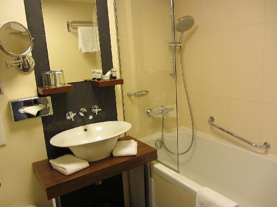 Hotel Avalon: Lavabo