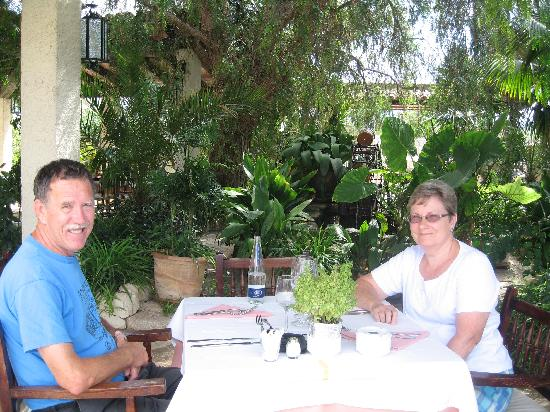 Restaurant Can Mateu: terrace dining