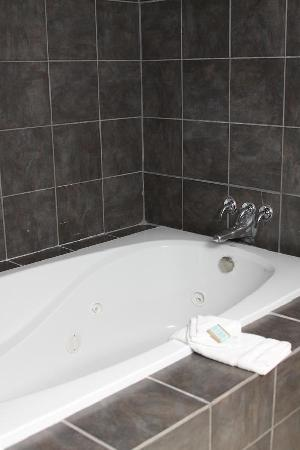 Americas Best Value Inn - Corpus Christi North/Airport: Jacuzzi Room