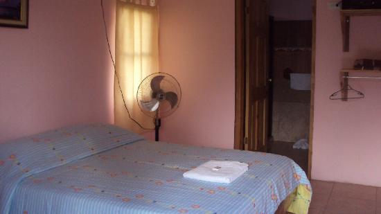 Hotel El Cacao: Habitación pequeña